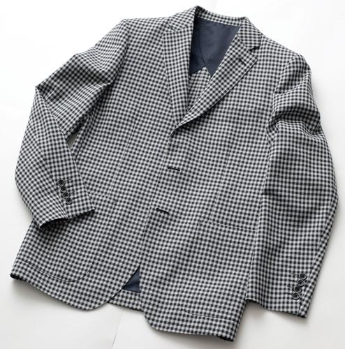 国産ストレッチ素材のジャケット(19,000円)