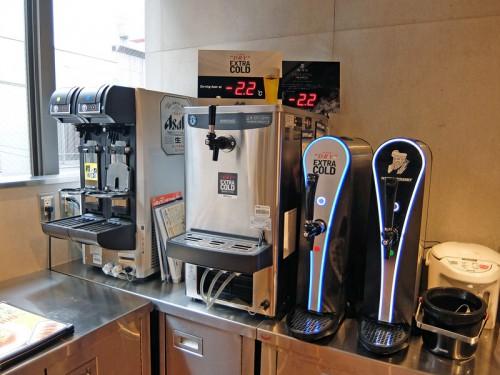 ビールのほか、ハイボール、酎ハイもサーバーで提供