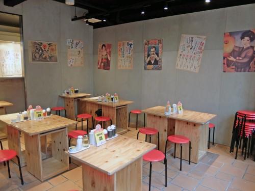昭和レトロの雰囲気をポスターで演出