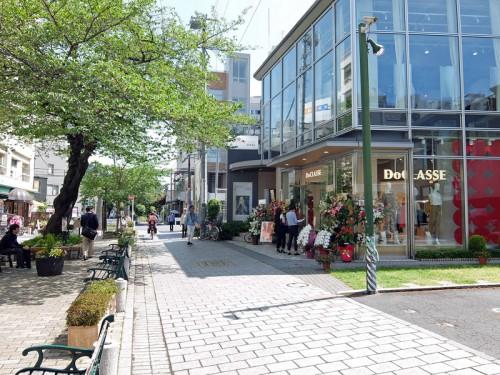 店舗は自由が丘緑道沿いに位置する