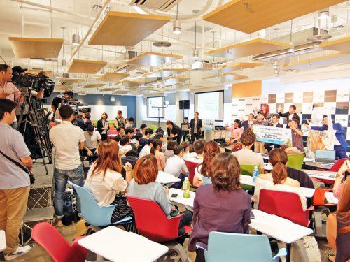 イベントには多数の報道陣が集まった