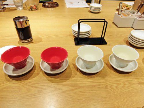 日本酒のタイプ別にグラスの色を変更