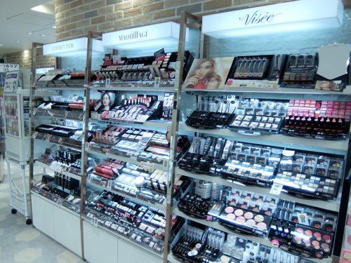 バラエティ化粧品コーナー