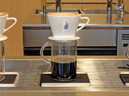 コーヒーの抽出の様子