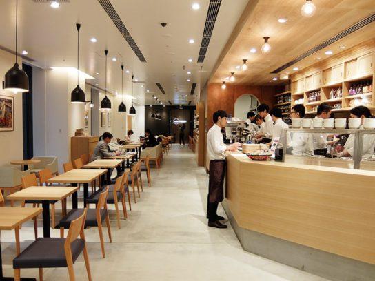 SENQ KYOBASHIの入口にカフェを設置