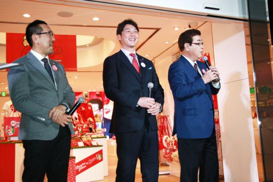 野村謙二郎さん、新井選手、山本浩二さん