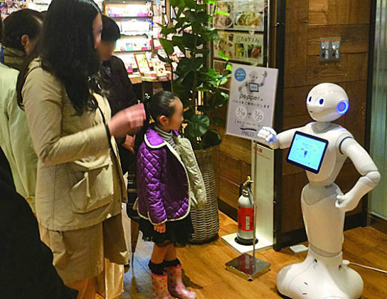 PARCOで実施したロボット接客の様子