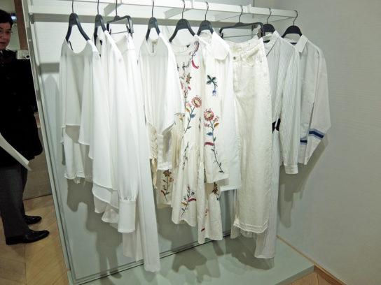 白を基調にした商品でも刺繍を展開