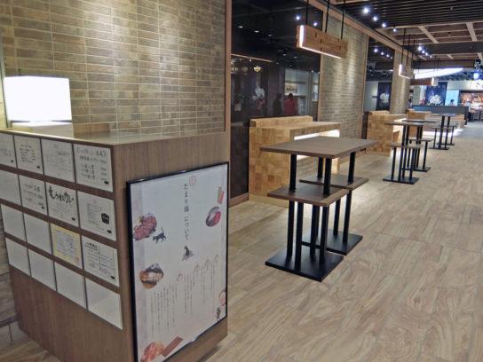 飲食店街の3か所にフリースペースを設置
