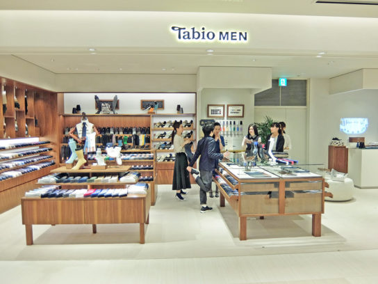 20170419tabio2 544x408 - タビオ/GINZA SIXに、新業態の旗艦店をオープン