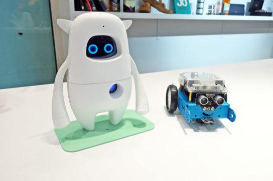 AIで英会話を教えるロボット