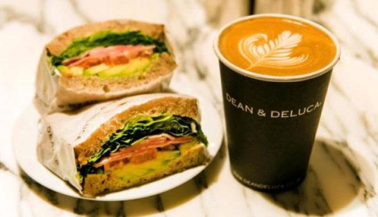 サンドイッチとドリンク
