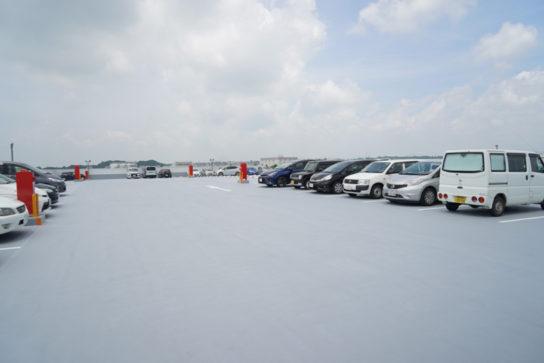 屋上の駐車場、230台収容できる