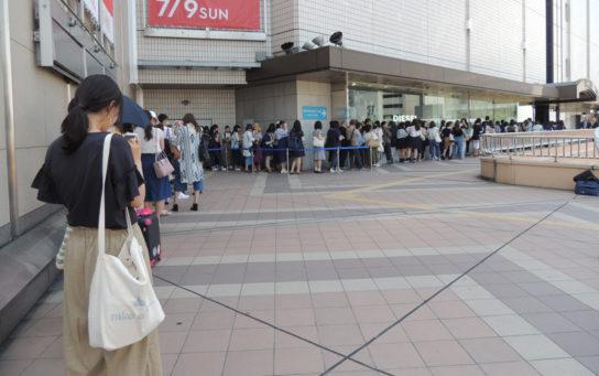 10時のオープン時点で約130人もの行列