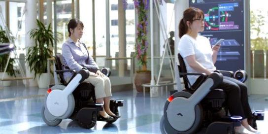 ロボット電動車いす「WHILL NEXT」