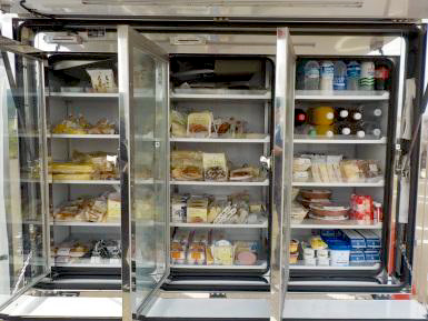 米飯類、チルド商品の販売ケース