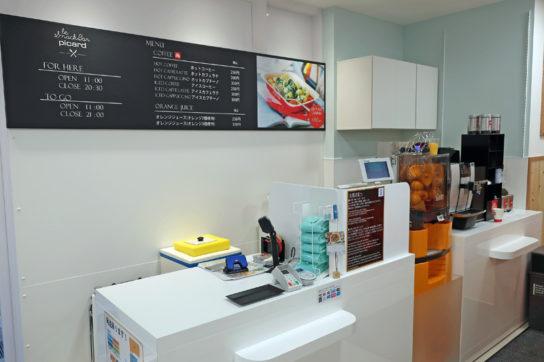カフェの注文カウンター