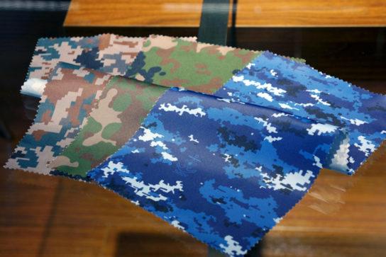陸海空の各自衛官が使用する迷彩柄をモチーフにした裏地