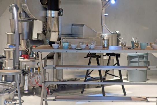 焙煎したコーヒーの品質をチェックするカッピング場