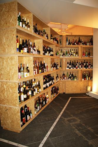 約5000本の多種多様なお酒を提供