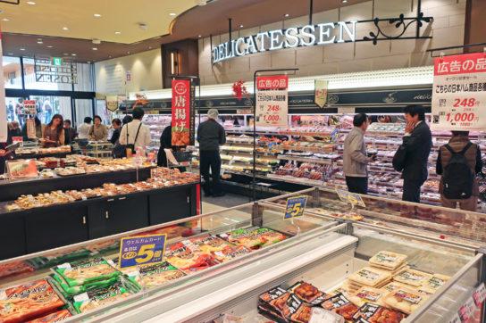 惣菜コーナーを中心に即食ゾーンを展開