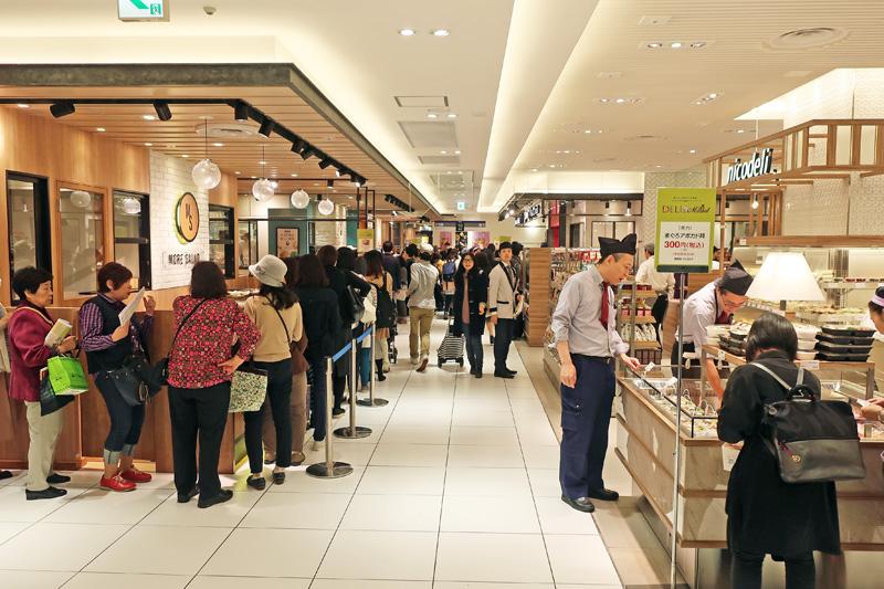 20171026tobu 1 - 東武池袋本店/27店が出店する新フードフロアをオープン