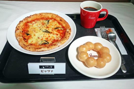 ピザはナポリの窯とコラボ