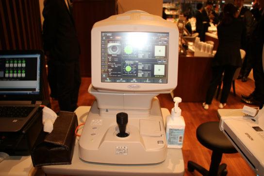 夜間視力検査機器