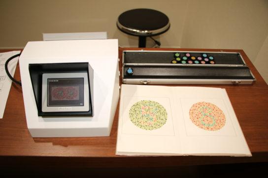 色覚特性対応商品向け検査も行う