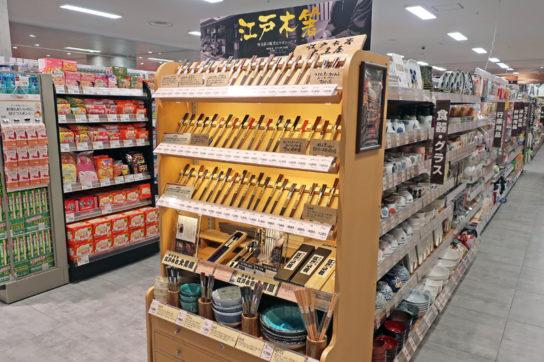 伝統工芸品の木箸も販売