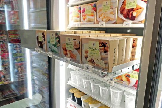 冷凍ケースの陳列棚をスライド式に変更