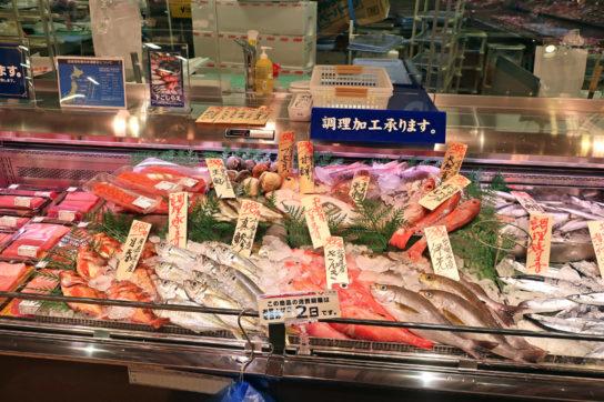 八百幸の鮮魚売場
