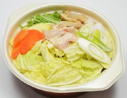 だしが染み込む豚肉と野菜の鍋うどん