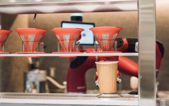 協働ロボットが本格ドリップコーヒーを提供