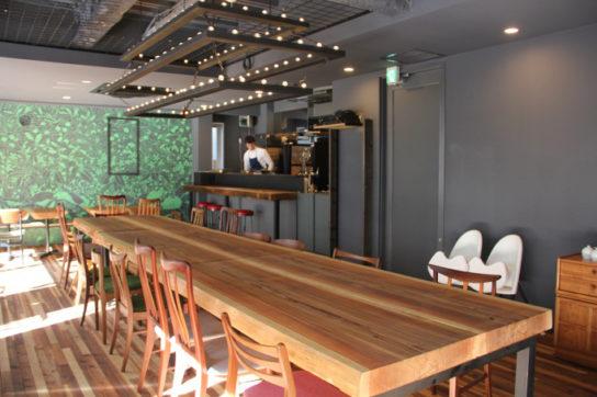施設利用者の相互交流空間ともなるレストラン