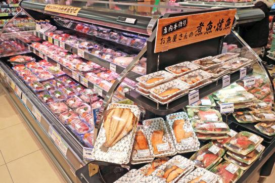 刺身、煮魚・焼魚コーナー