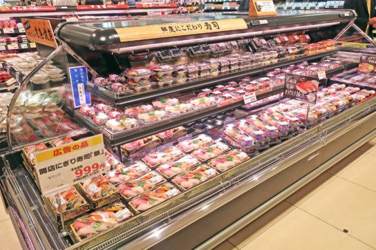 鮮魚コーナー内に寿司コーナーを配置