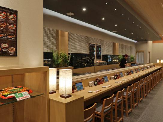 目の前で寿司職人が寿司を握ってくれるカウンター席