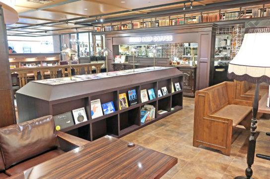 星乃珈琲店内にも図書館の蔵書を配置