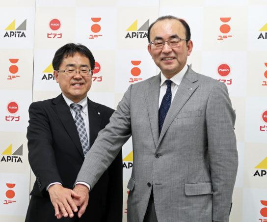 ユニーの佐古則男社長(右)