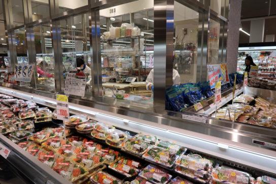 鮮魚コーナーのアイランドキッチン