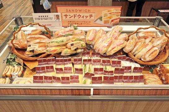 ベーカリーのサンドイッチ売場