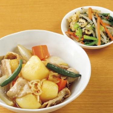 主菜:豚肉じゃが、副菜:小松菜ともやしの胡麻和え