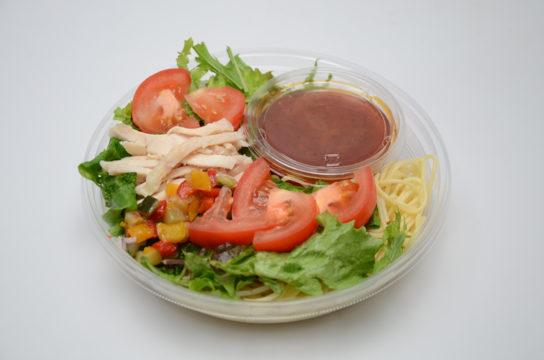 野菜と食べる冷たいパスタ!蒸し鶏とトマトソース