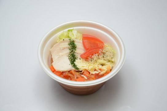 野菜を食べよう!蒸し鶏とトマトのスープ