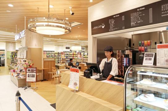 くまざわ書店初のカフェ併設店