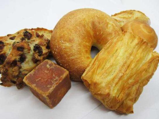 「デュヌ・ラルテ」の焼き立てパン