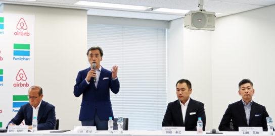 訪日外国人観光客を取り込むとファミリーマートの澤田社長(左から2人目)