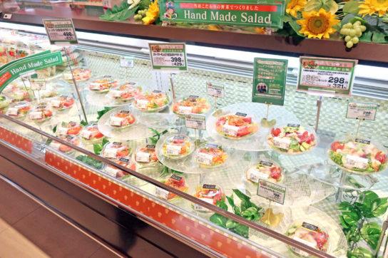 青果部門の野菜を使ったサラダコーナー
