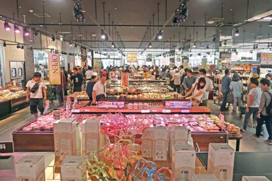 惣菜・ベーカリー売場の全景